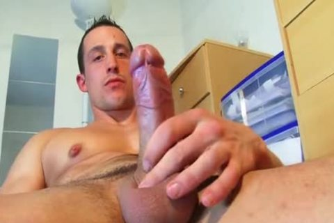 Full video: A innocent straight Neighbour receives Serviced His big knob By A boy!